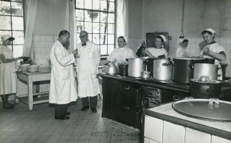 Pomieszczenie szpitalnej kuchni - lata 60 te.