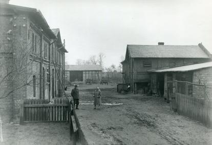 Widok przyszpitalnego gospodarstwa rolnego przy ulicy A. Szamarzewskiego.