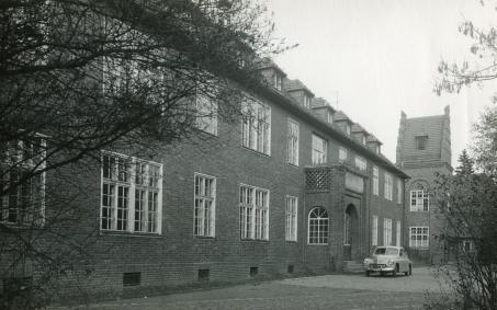 Budynek szpitala w latach siedemdziesiątych
